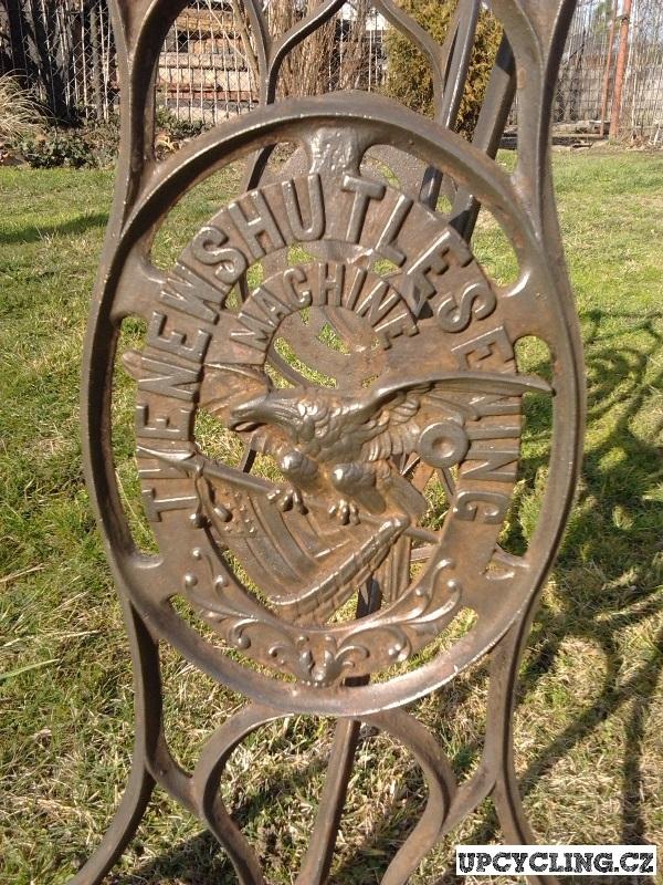 Detail podstavce, Foto: Jorge Fox - UpCycling.cz