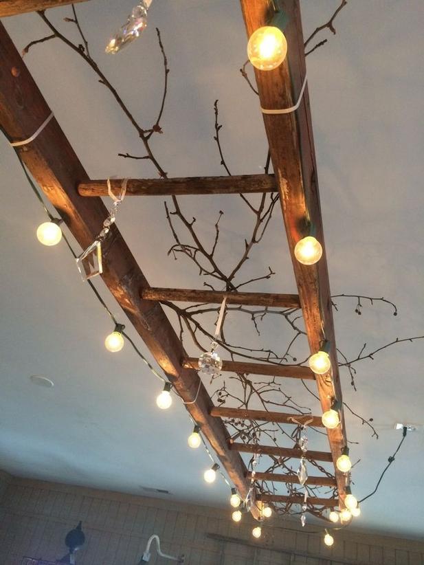 Závěsné osvětlení z žebříku